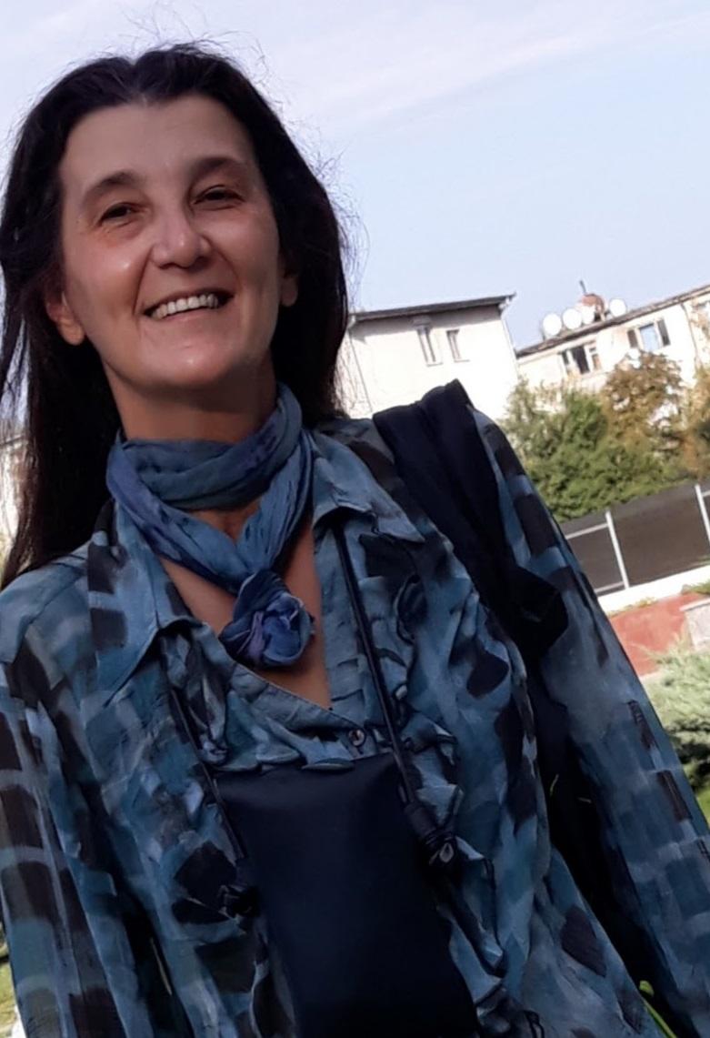 Publica cartea ta la Editura Stiintifica Lumen Adriana Macsut photo 2020